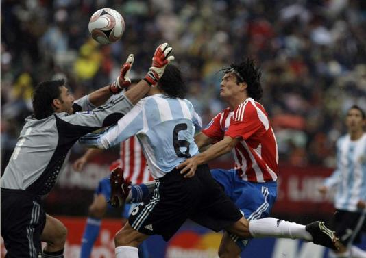Argentina e Paraguai empatam pelas Eliminatórias da Copa de 2010 ... f0fcf1410a130