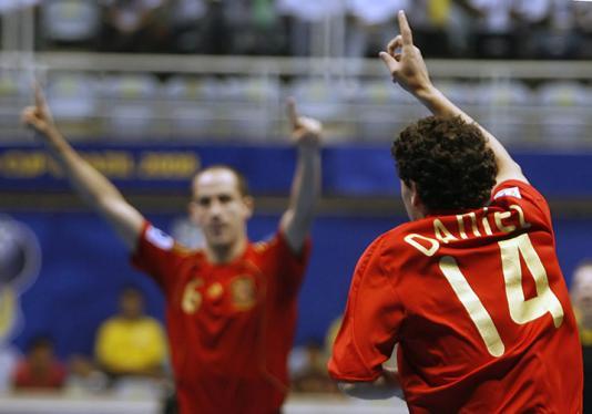 1bb2878ee3 Espanha vence com gol polêmico e enfrenta o Brasil na final