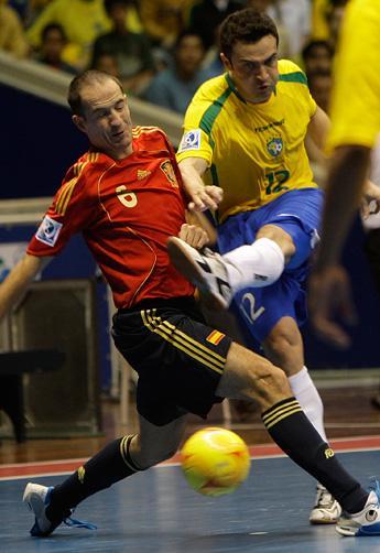 Brasil vence Espanha nos pênaltis e é campeão Mundial de Futsal ... abc7a764954a7