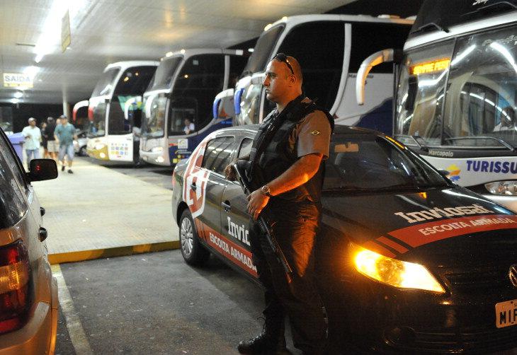 Empresas de transporte e turismo de SC contratam escolta para se proteger contra assaltos