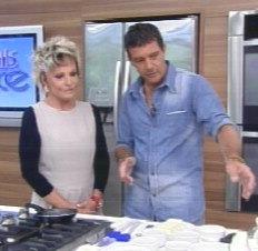 Antônio Bandeiras fritou ovo e preparou uma Paella ao lado de Ana Maria Braga-Reprodução/Reprodução