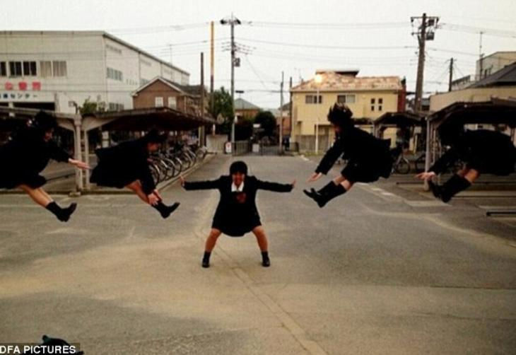 Adolescentes japoneses adolescentes na ilha