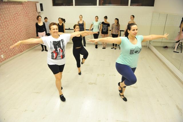 360ab0f7ac Mulheres adultas rompem tabus e dão primeiros passos na dança ...