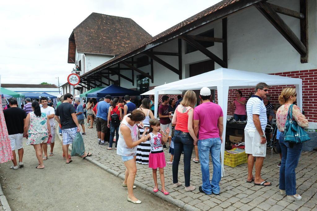 Aparadores Vintage El Corte Ingles ~ De Stammtisch a feiras, confira os principais eventos deste fim de semana em Joinville Guia de