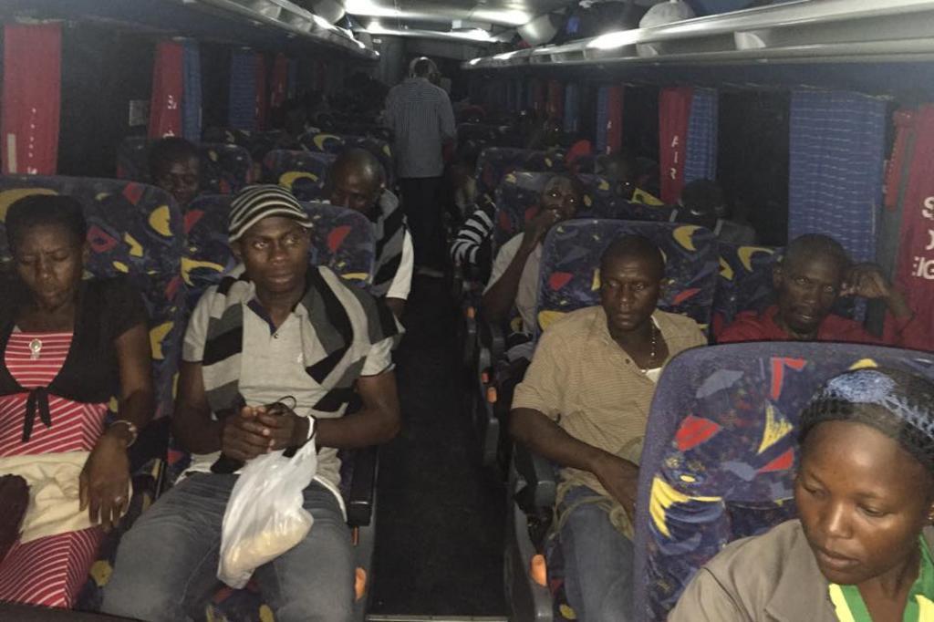 Ônibus com imigrantes haitianos e senegaleses partiu do Acre na noite de sábado