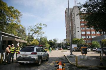 Perícia foi realizada no local após assalto ao posto bancário