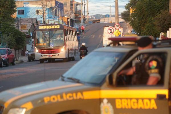 Na segunda-feira, ônibus deixaram de circular mesmo com reforço no policiamento