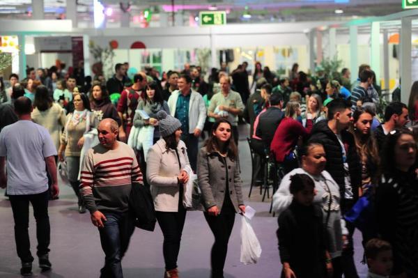 Pavilhões lotados no Parque de Eventos. Mais de 50 mil pessoas passaram pela feira durante o feriadão