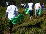 Projeto Route promove ação de limpeza da praia da Armação