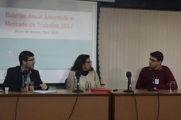 Rafael Bueno, presidente da Frente Parlamentar da Juventude, Lodonha Soares, professora da UCS, e Lucas Guarnieri, titular da Coordenadoria da Juventude
