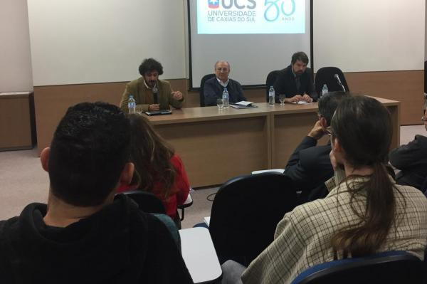 Daniel Peres (E), da Unicamp, e Fernando Schüler (D), do Insper, e a crise ética da democracia brasileira