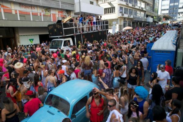 Em 2016, Bloco dos Sujos também lotou as ruas da cidade