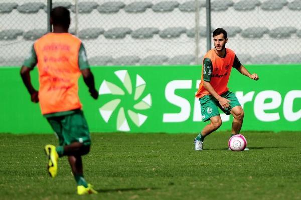 Fellipe Mateus comemora semana de treinamentos para ajustar a equipe e buscar evolução para a sequência do campeonato