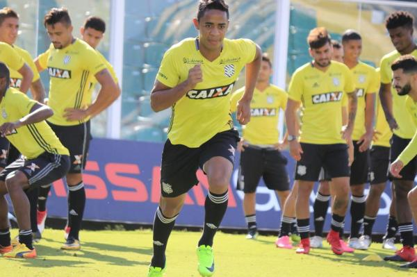 Felipe Amorim volta a treinar, mas ainda sente dores