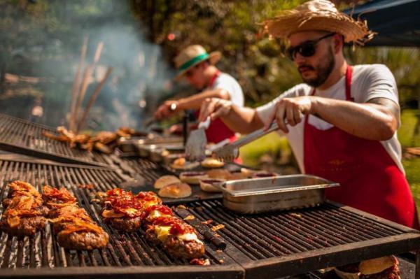 Unindo hambúrguer, chope e música, 5º Burger e Beer, no restaurante Valle Rústico, é uma das atrações de Carnaval do Vale dos Vinhedos