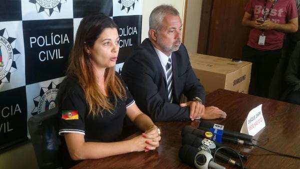 Delegada Luciana Smith e delegado Paulo Grillo durante coletiva nesta terça-feira