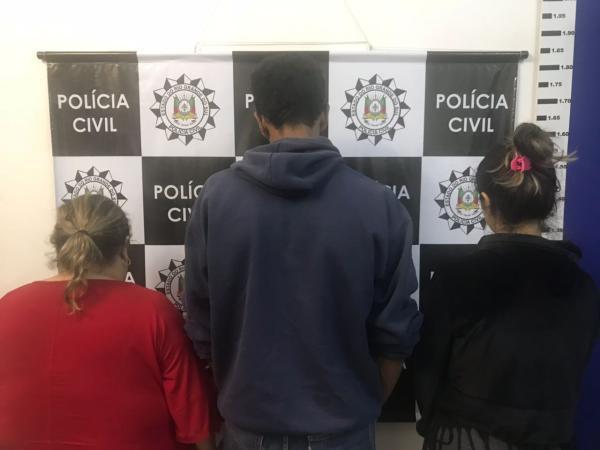 Duas mulheres e um homem foram presos suspeitos de participarem do crime