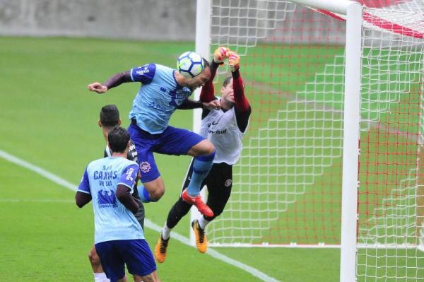 Marcelo Lomba teve atuação segura no primeiro tempo do treinamento