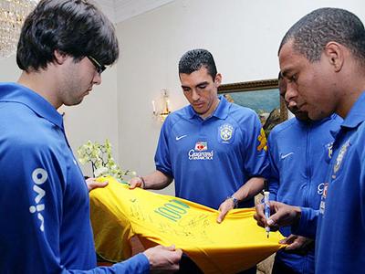 6a0b0ce61c74c Camisa número 1000 foi feita em homenagem a Romário · Kaká