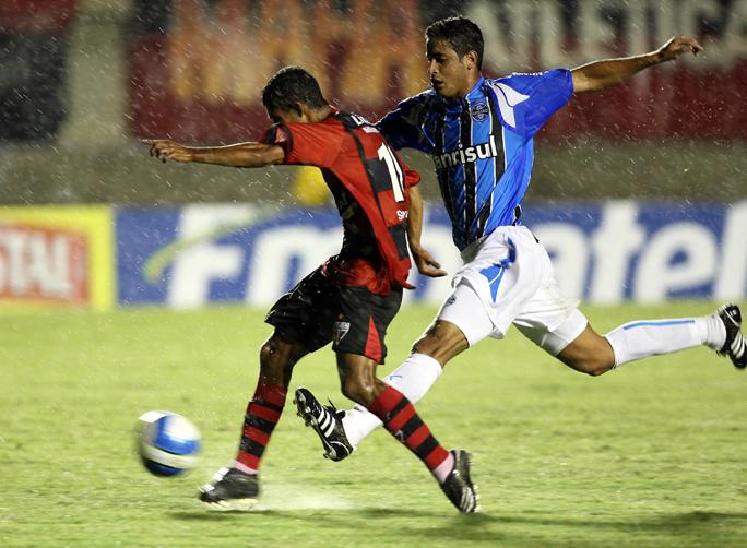 d051cf1521 Gr~emio perdeu por 2 a 1 para o Atlético-Go no Serra Dourada