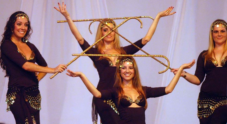 A dança da bengala demonstra destreza, equilíbrio e sensualidade:imagem 2