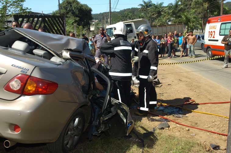 De carona no carro com placas do Paraná, Thiago Joel Dybax, de 25 anos, morreu na hora - Cleber Gomes