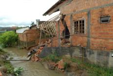Parte da cozinha e quartos pararam dentro do rio Velho - Salmo Duarte