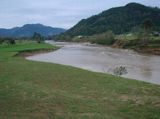 O plantio deverá ser feito em toda a extensão de 120 quilômetros, desde a nascente do rio em Lauro Müller até a foz em Laguna-Marcelo Becker