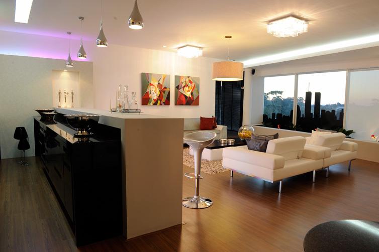 Casa & Cia Serra Lounge América do Norte foi pensado para moradores de g # Bancadas De Cozinha Com Pendentes