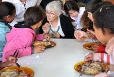 Kay Pranis conheceu trabalho realizado no Centro de Referência de Assistência Social no bairro Reolon - Divulgação