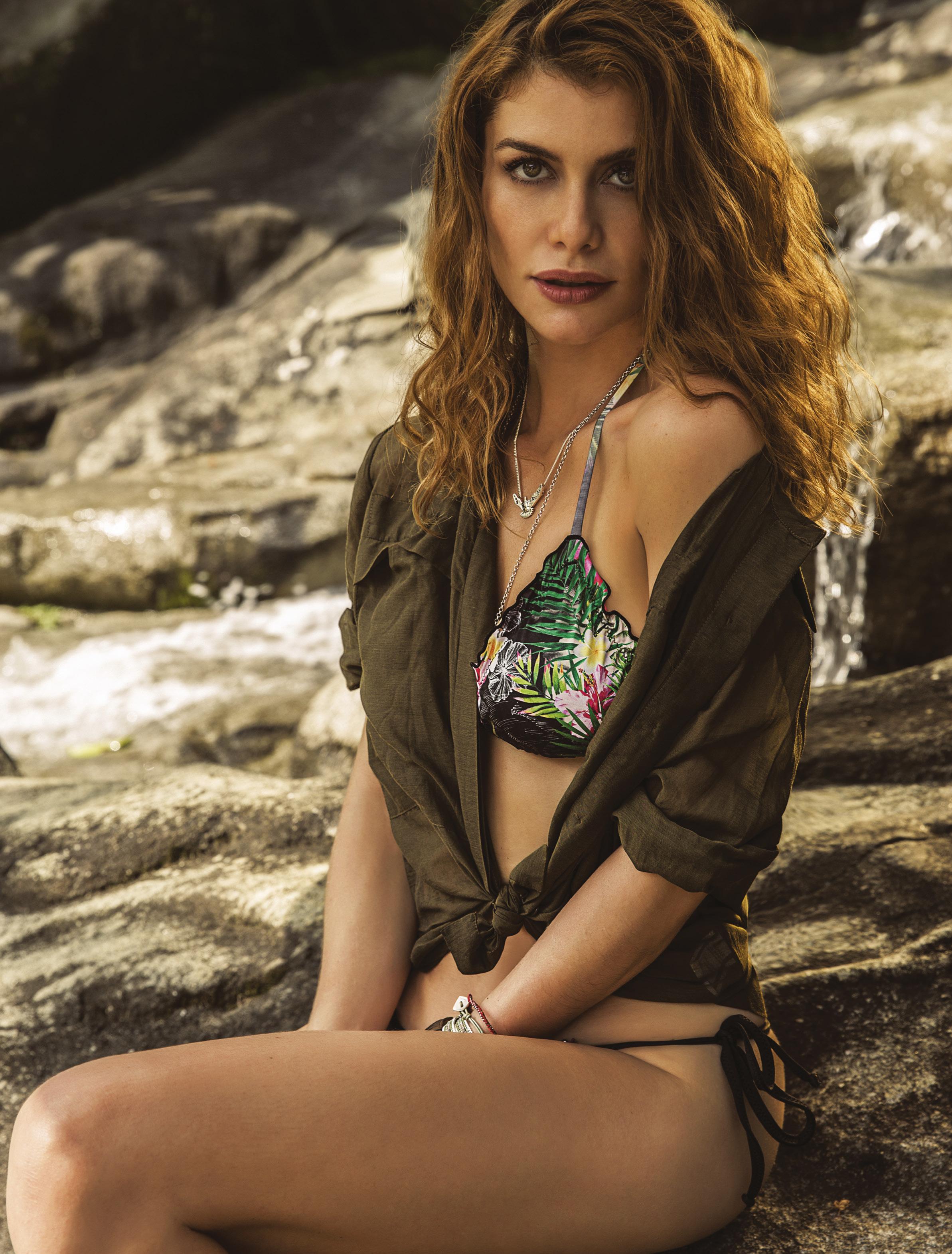Alinne Moraes Sex alinne moraes aparece de biquíni, linda e selvagem em capa